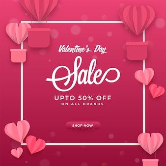 Até 50% de desconto para o desenho de pôster de venda do dia dos namorados com corações de papel rosa
