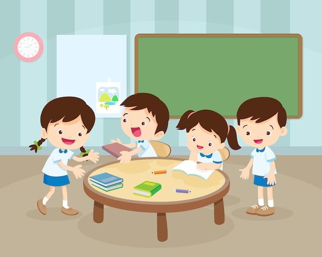 Atividade das crianças no quarto