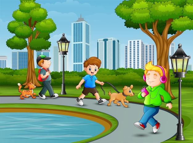Atividade de crianças no parque da cidade