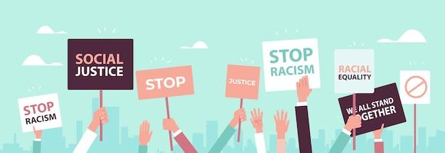 Ativistas segurando pôsteres para acabar com o racismo igualdade racial justiça social acabar com a discriminação