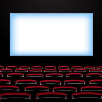 Auditório de cinema com telão e poltronas.