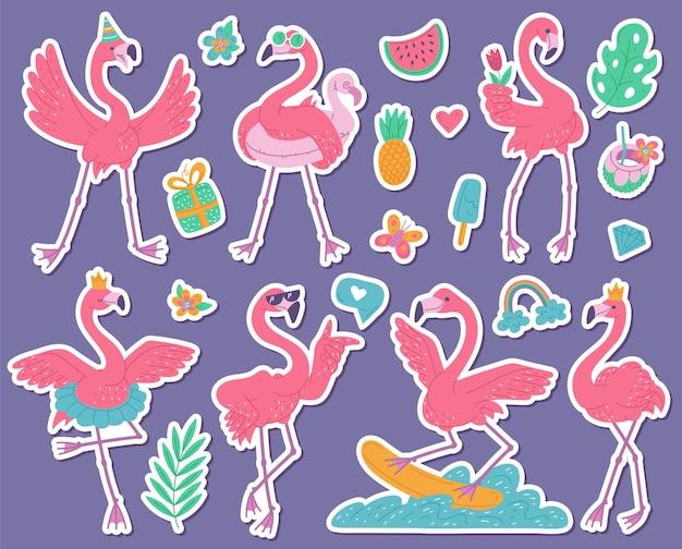 Autocolantes de flamingos cor-de-rosa com conjunto de bailarina, aniversariante, surfista e princesa. ilustração plana dos desenhos animados de pássaros africanos.