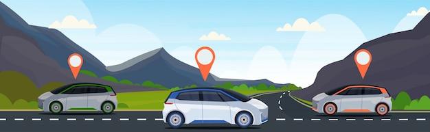 Automóvel com pino de localização na estrada, pedidos on-line, táxi, compartilhamento de carro conceito transporte móvel carsharing service montanhas paisagem fundo plano horizontal