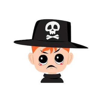 Avatar de menino com cabelo vermelho, emoções com raiva cara mal-humorada, olhos furiosos no chapéu com crânio, criança fofa com ...