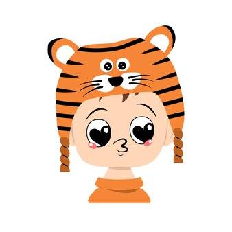Avatar de menino com olhos de grande coração e beijo de lábios no chapéu de tigre criança fofa com rosto alegre em festivo co.