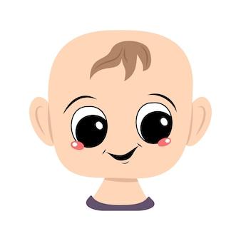 Avatar de uma criança com olhos grandes e um sorriso largo e feliz. cabeça de criança com rosto alegre