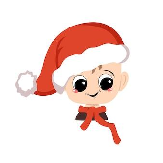 Avatar de uma criança com olhos grandes e um sorriso largo e feliz em um chapéu de papai noel vermelho. gracinha com uma cara alegre em um traje festivo para o ano novo e o natal. cabeça de bebê adorável com emoções alegres