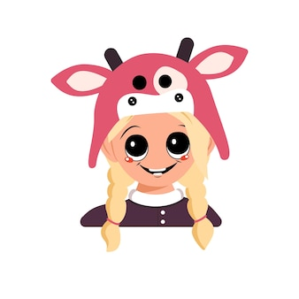 Avatar de uma garota com cabelo loiro, olhos grandes e um sorriso largo e feliz em um chapéu de vaca. cabeça de uma criança fofa com um rosto alegre em uma fantasia de carnaval para o feriado ou ano novo Vetor Premium