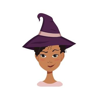 Avatar feminino afro-americano com cabelo preto encaracolado, emoções de suspeita, rosto carrancudo e lábios franzidos em um sorriso malicioso, usando um chapéu de bruxa. personagem de halloween fantasiada