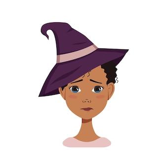 Avatar feminino afro-americano com cabelo preto encaracolado, emoções tristes, rosto chorando e lágrimas, usando um chapéu de bruxa. personagem de halloween fantasiada