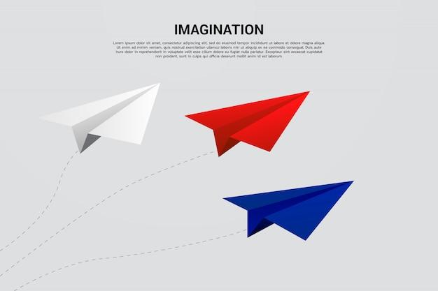 Avião de papel origami vermelho azul e branco voando