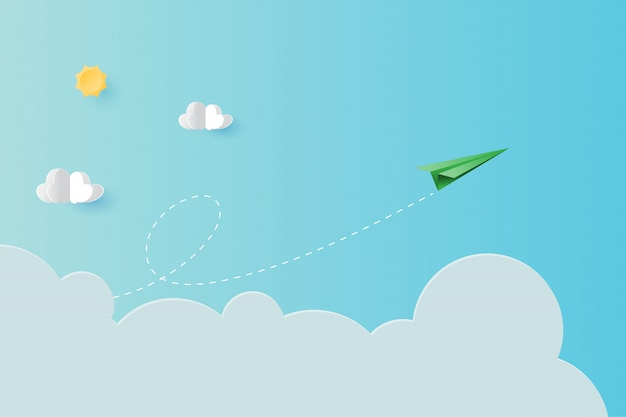 Avião de papel verde voando no fundo da página de destino do céu azul