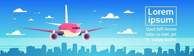 Avião, voando, sobre, cidade, arranha-céus avião, em, céu, cityscape, skyline