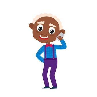 Avô africano fofo com smartphone ilustração em vetor dos desenhos animados do velho feliz em pé