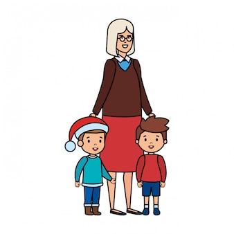 Avó e crianças com roupas de dezembro