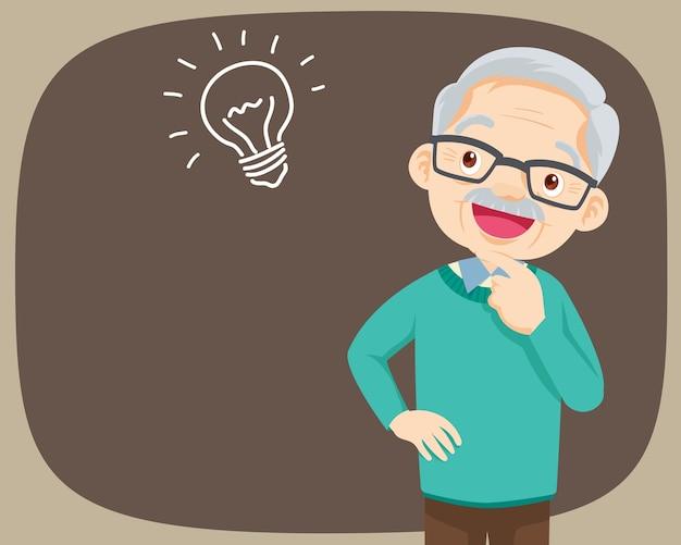 Avô parado pensando, pega uma ideia.