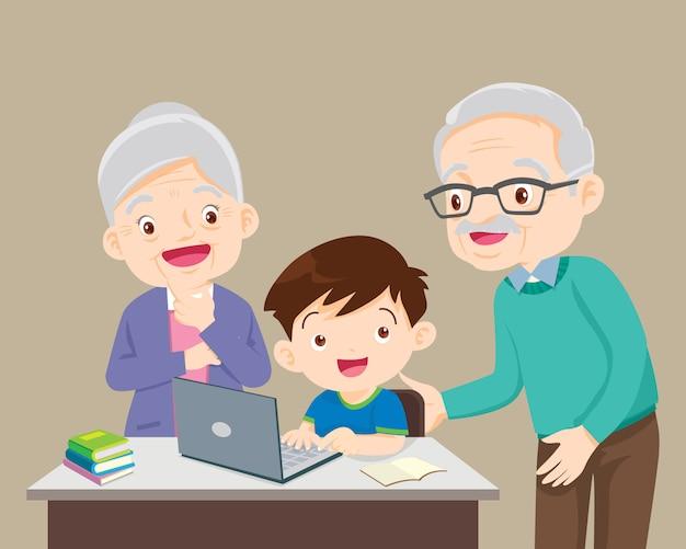 Avós e menino criança usando laptop