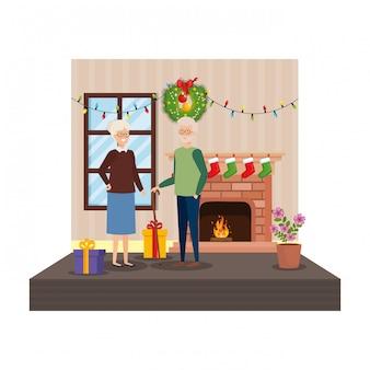Avós na sala de estar com roupas de inverno e presentes