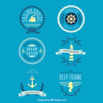 Azul e crachás náuticas amarelos
