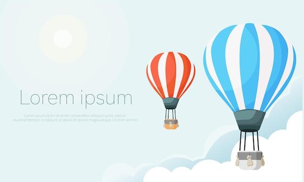 Balão de ar quente com fita no céu com nuvens