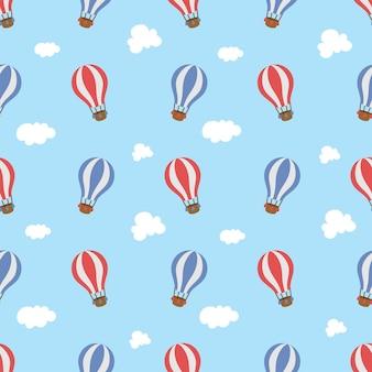 Balão de ar quente fofo no céu padrão sem emenda