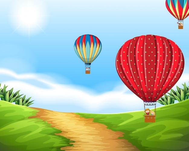 Balão de ar quente na paisagem natural