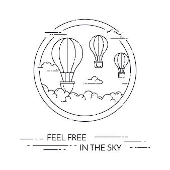 Balão de ar quente no céu com as nuvens isoladas no fundo branco.