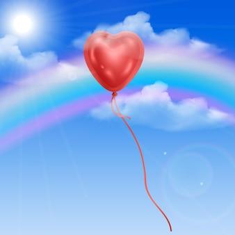Balão de coração contra o céu azul