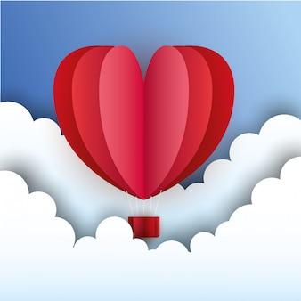Balão de coração quente entre nuvens