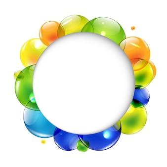 Balão de fala com bolas coloridas, isolado no fundo branco,