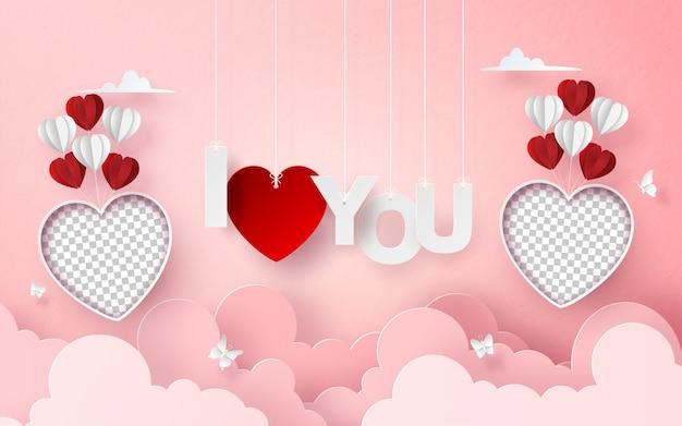 Balão de foto em branco no céu com a letra eu te amo