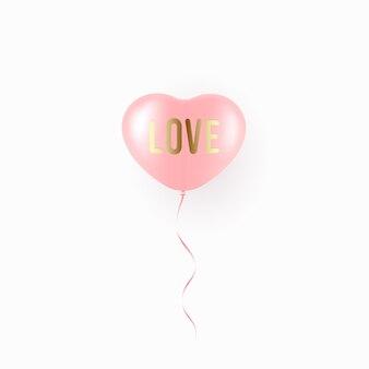 Balão vermelho voador em forma de coração sobre branco