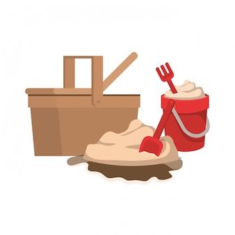 Balde de areia com ferramentas para jogar
