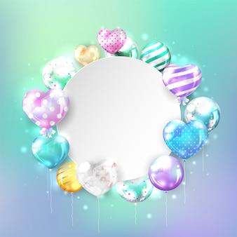 Balões brilhantes coloridos com espaço de cópia em forma de coração no fundo pastel para cartão de aniversário e comemoração.