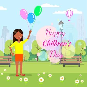 Balões da posse da menina no fundo do parque da cidade.