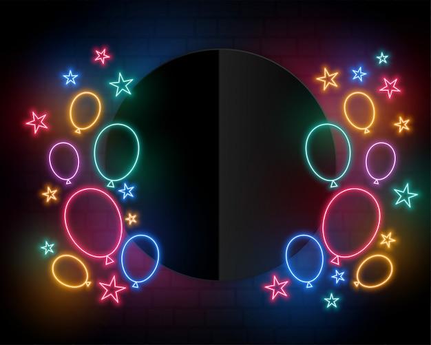 Balões de aniversário de comemoração no espaço de estilo e texto de néon