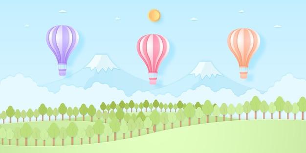 Balões de ar quente coloridos voando acima da montanha, natureza, colina e árvores com sol e céu azul