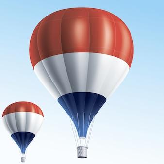 Balões de ar quente pintados com a bandeira da holanda