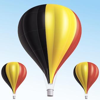 Balões de ar quente pintados como a bandeira da bélgica