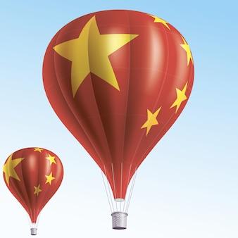Balões de ar quente pintados como a bandeira da china
