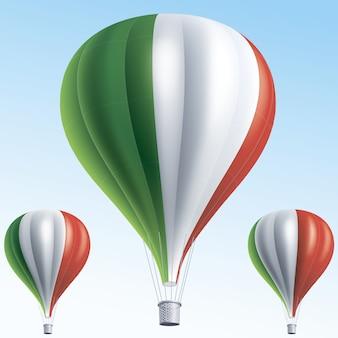 Balões de ar quente pintados como a bandeira da itália