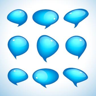 Balões de fala brilhantes azuis realistas com reflexos isolados