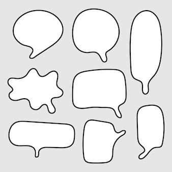Balões de fala em branco com formas diferentes desenhadas à mão, isoladas em um fundo cinza