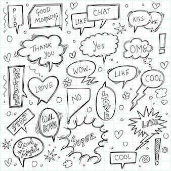 Balões de fala em quadrinhos desenhados à mão com o popular design de esboço de mensagem