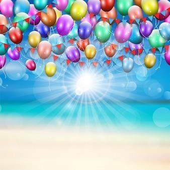 Balões e bandeirolas em uma praia do verão do fundo