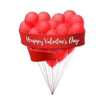 Balões em forma de coração com fita vermelha, isolada no fundo branco.