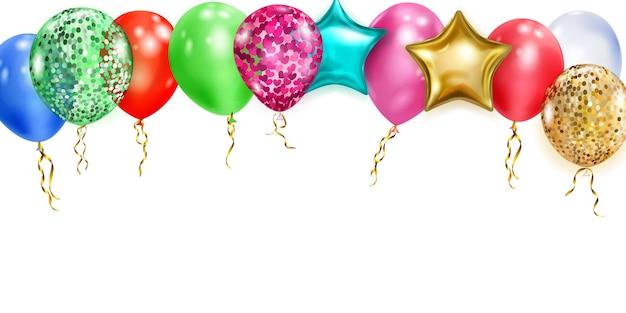 Balões multicoloridos com fitas em fundo branco
