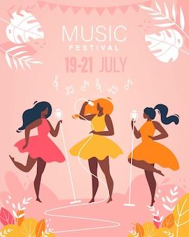 Banda musical de meninas do festival de música executar no cartaz de palco