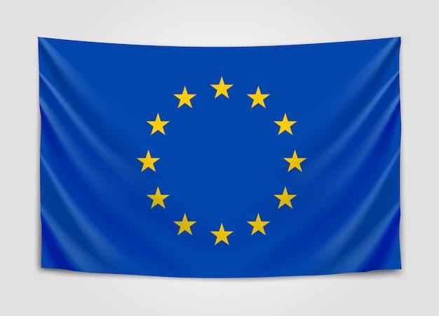 Bandeira da europa pendurada. união européia. bandeira europeia