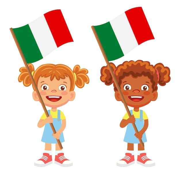 Bandeira da itália na mão. crianças segurando uma bandeira. vetor da bandeira nacional da itália